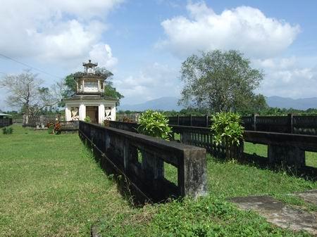 Khu Lăng mộ Võ Tánh hay còn gọi là đền Chiêu Trung
