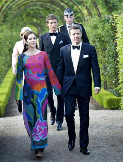 Hoàng gia Đan Mạch bận áo dài VN