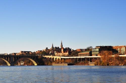 Bên Dòng Sông Potomac