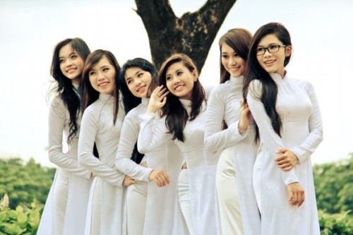 mot-so-nu-sinh-lot-vao-vong-chung-ket-tim-kiem-guong-mat-ao-dai-viet-nam-nam-2012