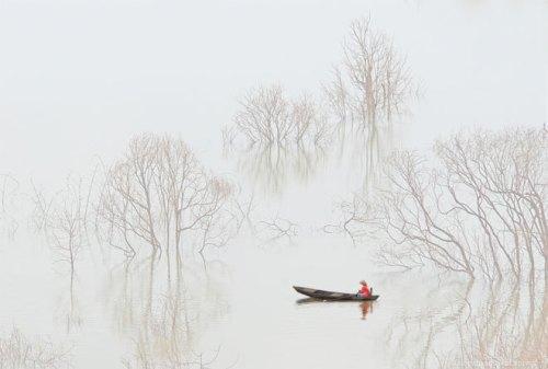 """""""Sương sớm trên hồ Đa Mi"""" – Nguyễn Văn Thương."""