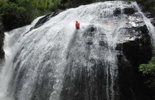 4-Days-Dalat-Canyoning-Rafting